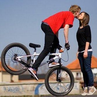 TIP NA DÁREK PRO MUŽE: Ženské milují chlapy, kteří jezdí na kole. Tak proč jim neudělat radost?