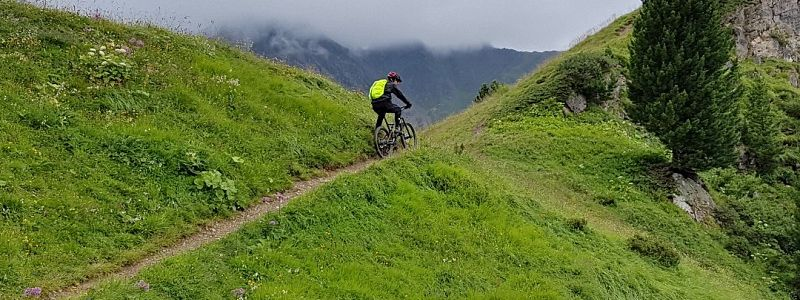 9 tipů, jak se s bikem rychleji dostat na kopec
