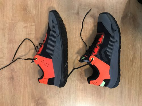ElementStore | TRAILCROSS LT BLACK/SOLAR RED