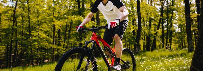 Léto je tady! Co si obléct na kolo?